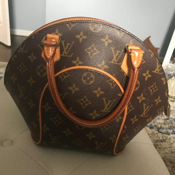 8aef4924804f Louis Vuitton Handbags - Authentic Louis Vuitton Monogram Ellipse